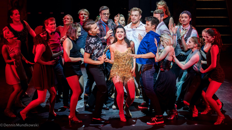 Tanz, Gesang & Schauspiel